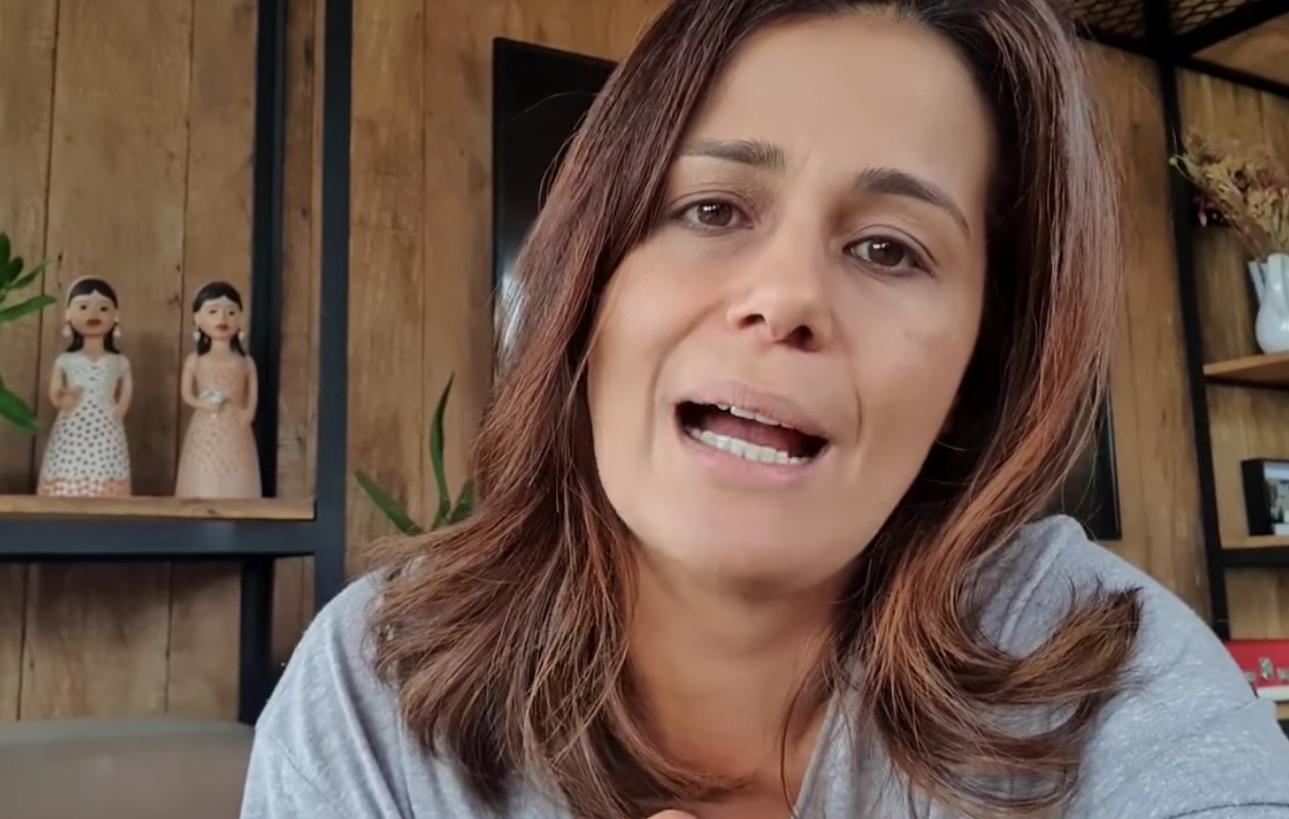 A jornalista Adriana Araújo, âncora do Jornal da Record - Foto: Reprodução