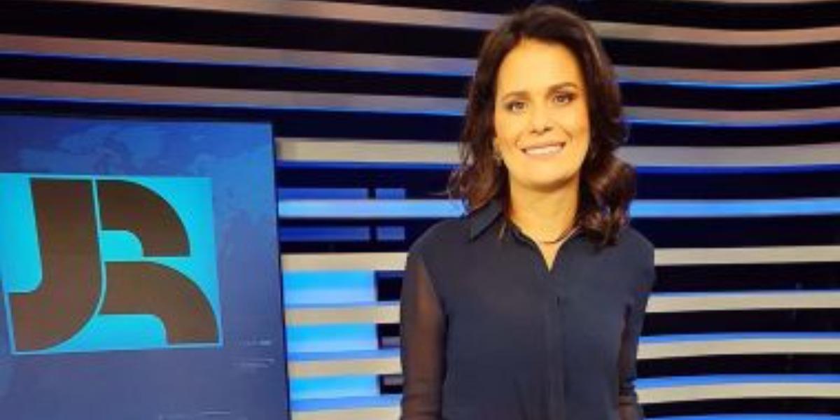 Adriana Araújo foi sabotada pelo Governo (Foto: Reprodução/Record)