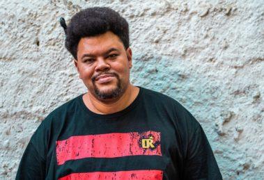Babu Santana, após série de papéis secundários, terá destaque na Globo - Foto: Reprodução
