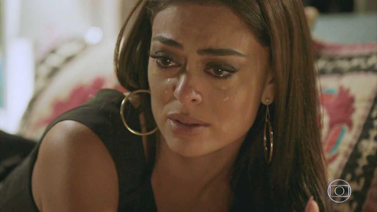 Carolina chora em cena de Totalmente Demais