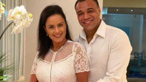 Denílson e Luciele Di Camargo celebraram 10 anos de casamento (Foto: Reprodução/ Instagram)