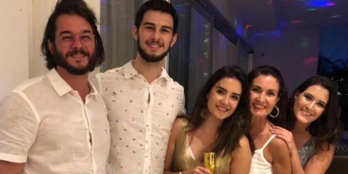 Fátima Bernardes, Túlio Gadelha e os filhos, Laura, Vinícius e Beatriz (Imagem: Instagram)