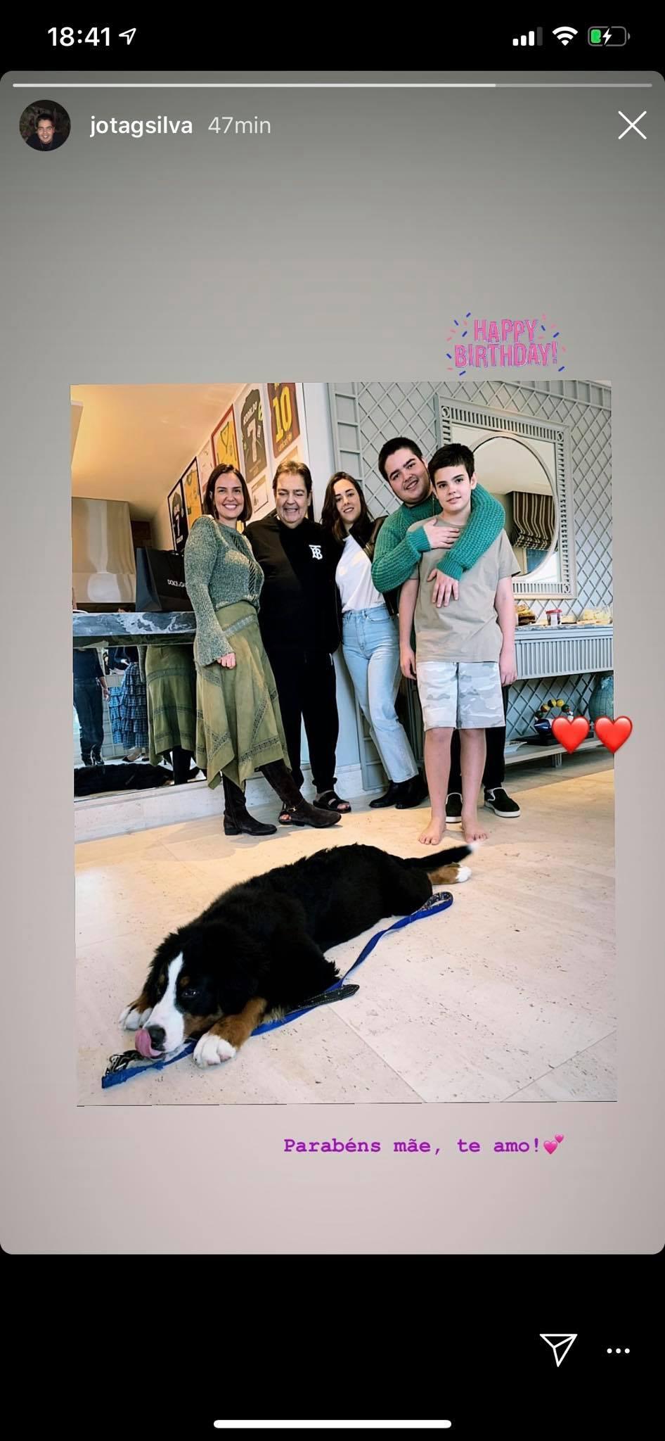 Faustão surgiu em foto com a família
