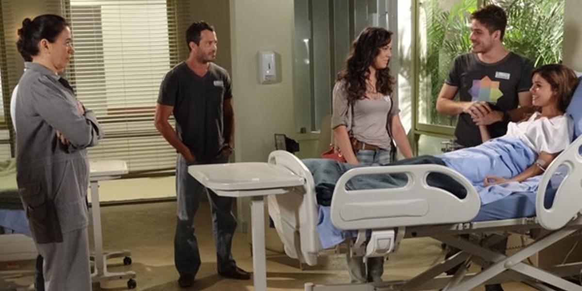 Amália (Sophie Charlotte) descobre que está grávida de Rafael (Marco Pigossi) em Fina Estampa (Foto: Divulgação/Globo)
