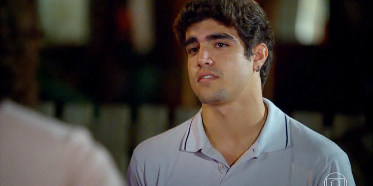 Antenor (Caio Castro) descobre o segredo de Tereza Cristina (Christiane Torloni) em Fina Estampa (Foto: Reprodução/Globo)