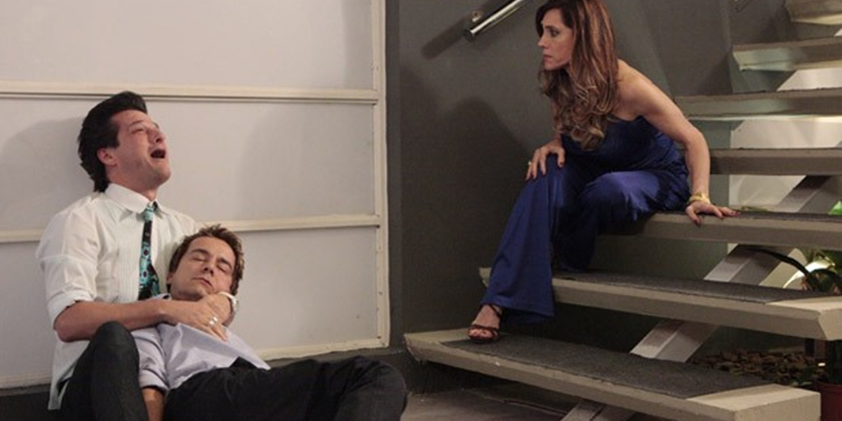 Fred (Carlos Vieira) morre ao cair da escada da mansão em Fina Estampa (Foto: Divulgação/Globo)