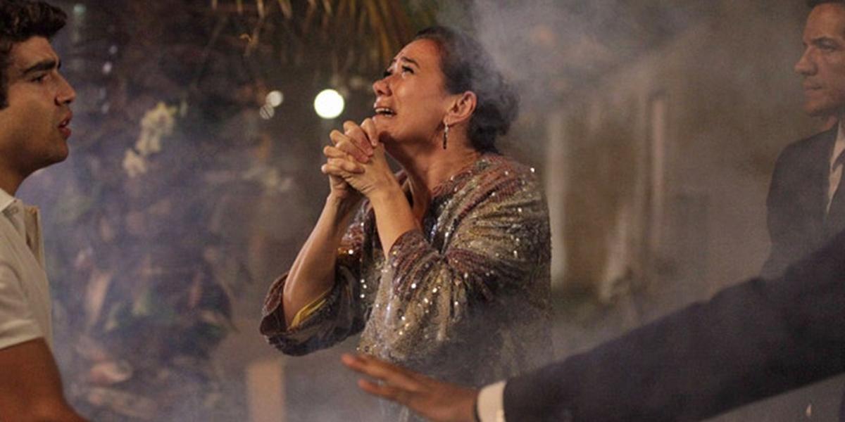 Griselda (Lilia Cabral) terá a casa incendiada a mando de Tereza Cristina (Christiane Torloni) em Fina Estampa (Foto: Divulgação/Globo)