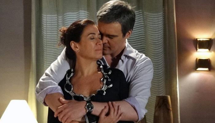 René (Dalton Vigh) e Griselda (Lilia Cabral) tem noite de amor em Fina Estampa (Foto: Divulgação/Globo)