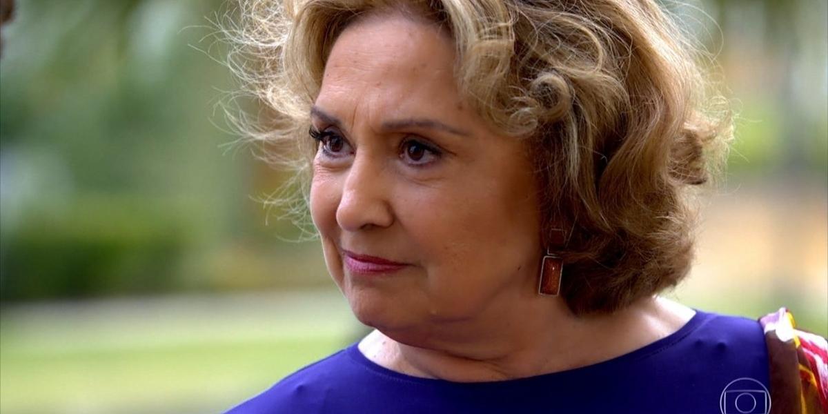 Íris (Eva Wilma) engana Tereza Cristina (Christiane Torloni) com falso segredo em Fina Estampa (Foto: Reprodução/Globo)