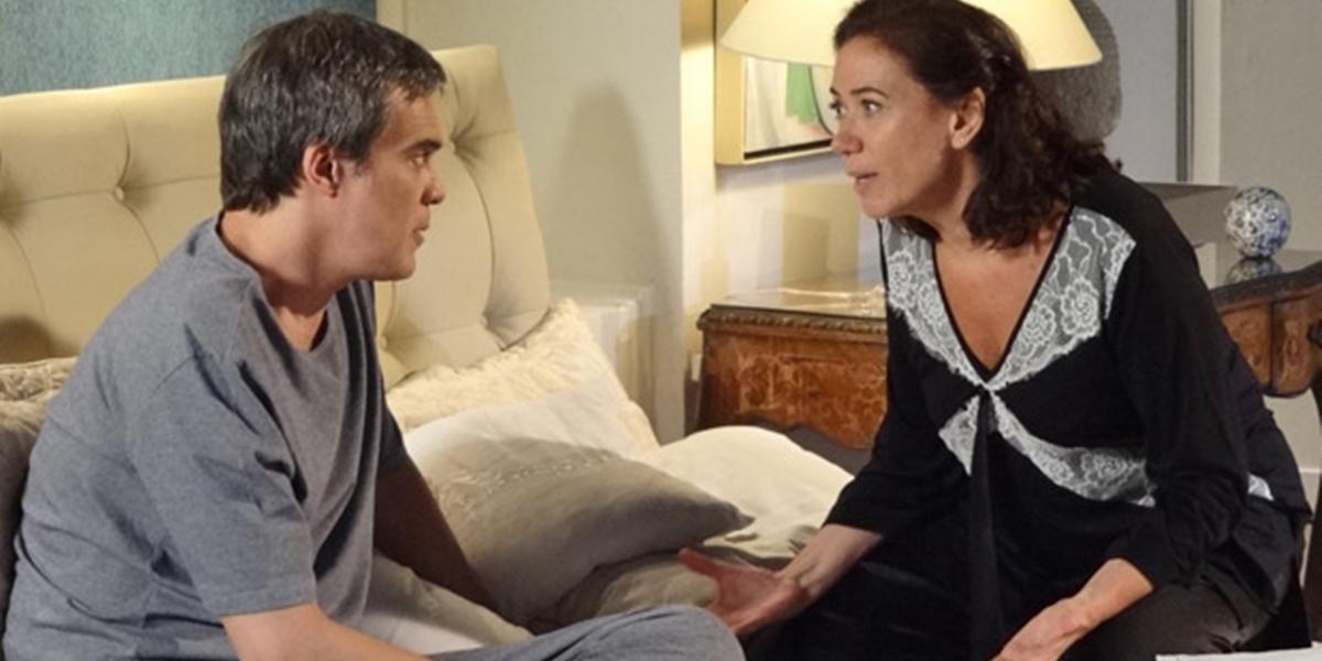 René (Dalton Vigh) e Griselda (Lilia Cabral) desconfiam de infiltrado em Fina Estampa (Foto: Divulgação/Globo)