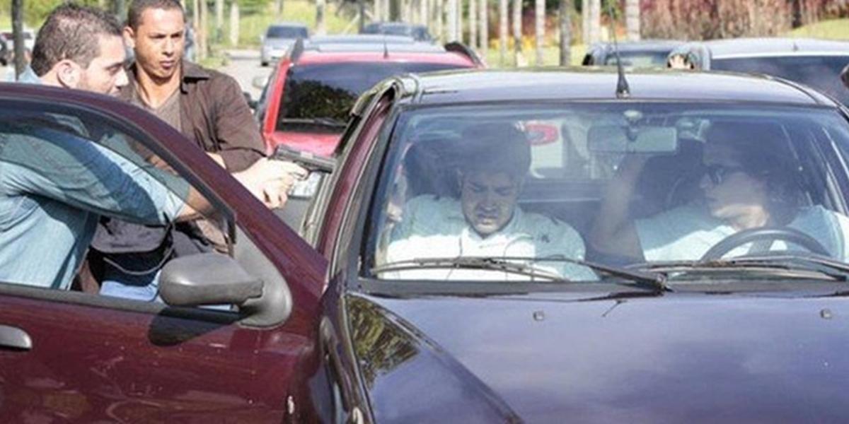 Antenor (Caio Castro) é sequestrado em Fina Estampa (Foto: Reprodução/Globo)