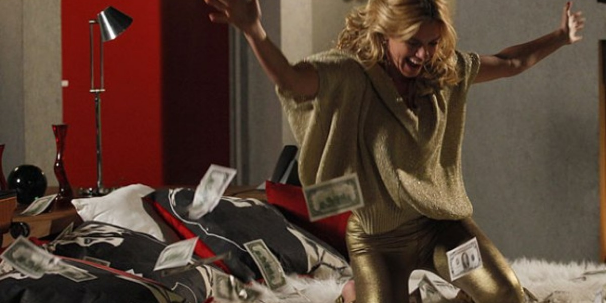Fina Estampa, Teodora conseguirá vender o tesouro chinês e ficará rica (Imagem: Globo)