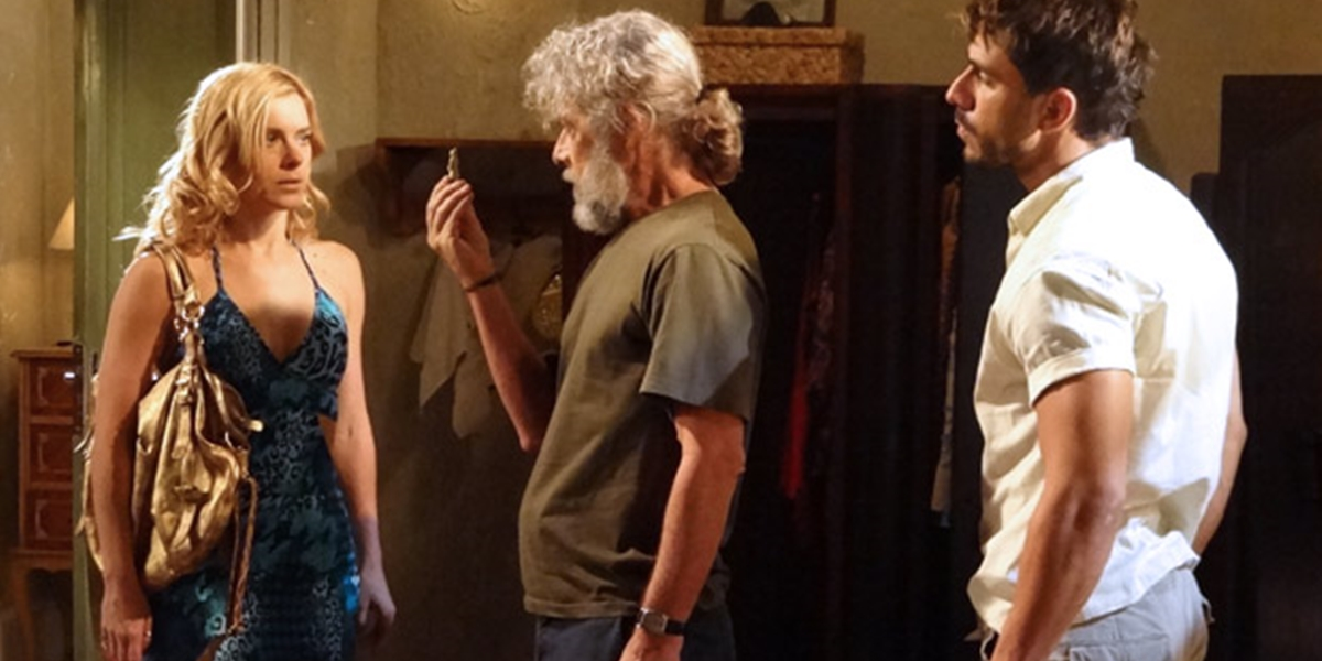 Teodora (Carolina Dieckmann) tem segredo descoberto por Pereinha (José Mayer) em Fina Estampa (Foto: Divulgação/Globo)