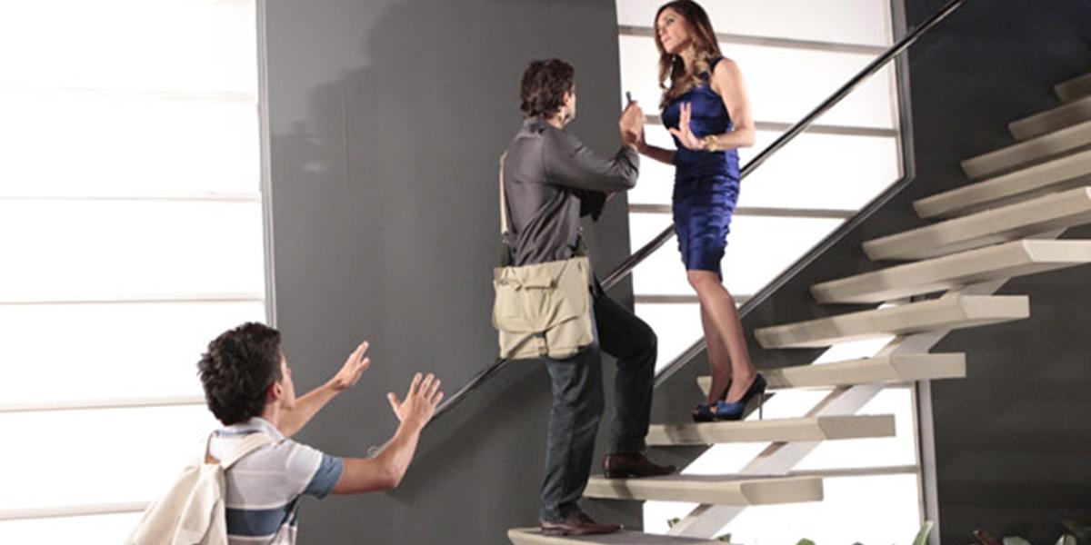 Tereza Cristina (Christiane Torloni) flagrada pelo filho tentando matar jornalista em Fina Estampa (Foto: Divulgação/Globo)