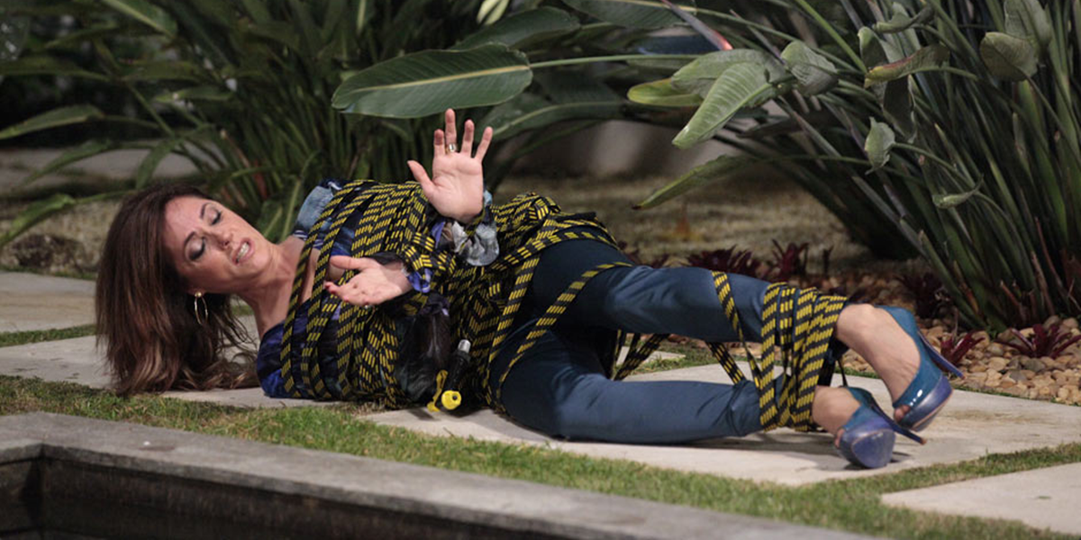 Tereza Cristina (Christiane Torloni) será amarrada e deixada no chão em Fina Estampa (Foto: Divulgação/Globo)