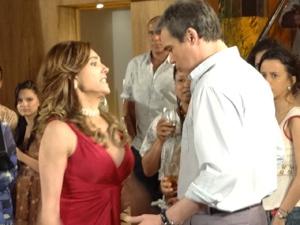 Tereza Cristina (Christiane Torloni) invadirá festa e acabará com René (Dalton Vigh) em Fina Estampa (Foto: Reprodução/Globo)