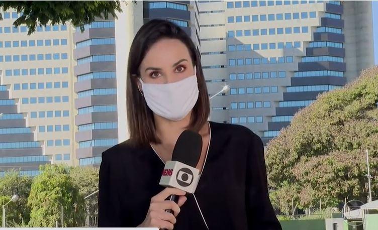 Flávia Alvarenga se enrolou ao vivo (Foto: Reprodução/TV Globo)