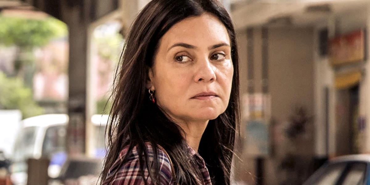 Adriana Esteves (Thelma) em Amor de Mãe; trama das nove será uma das novelas atingidas por mudanças (Foto: Divulgação/Globo)