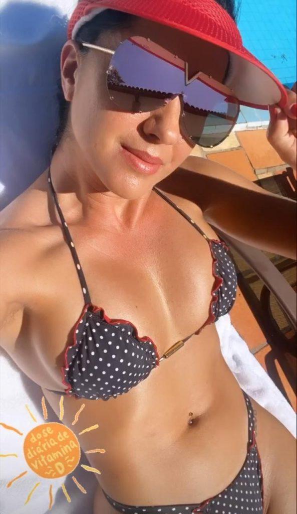 Graciele Lacerda aproveitou o sol para se bronzear (Reprodução)