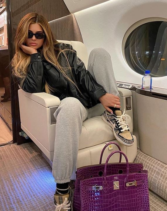 Aos 22 anos, Kylie Jenner ostenta com jatinho particular (Foto: Reprodução)