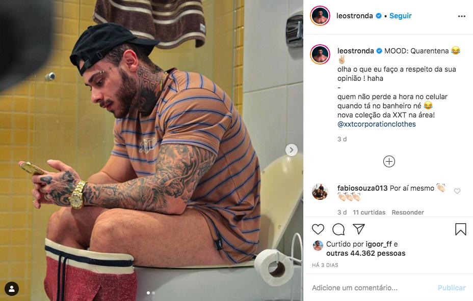 O famoso cantor e empresário, Leo Stronda deixou os seus seguidores de queixo caído ao aparecer no banheiro com tudo à mostra (Foto: reprodução/Instagram)