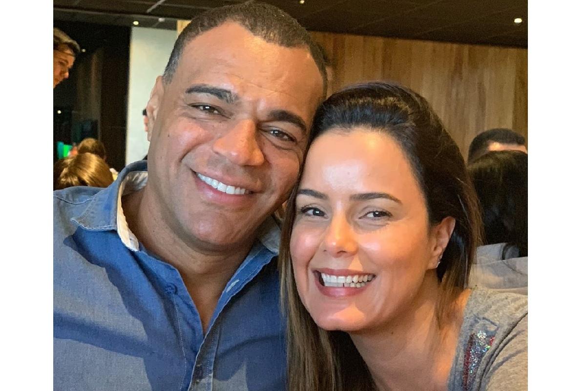 Denílson e a esposa Luciele di Camargo (Reprodução)