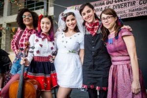 As Garotas do Vagão: Ellen (Heslaine Vieira), Tina (Ana Hikari), Keyla ( Gabriela Medvedovski ), Lica ( Manoela Aliperti) e Benê (Daphne Bozaski) e protagonistas de Malhação Viva a Diferença