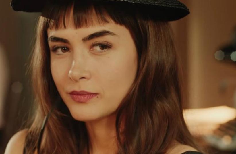 A atriz Maria Casadevall assumiu namoro com outra mulher - Foto: Reprodução