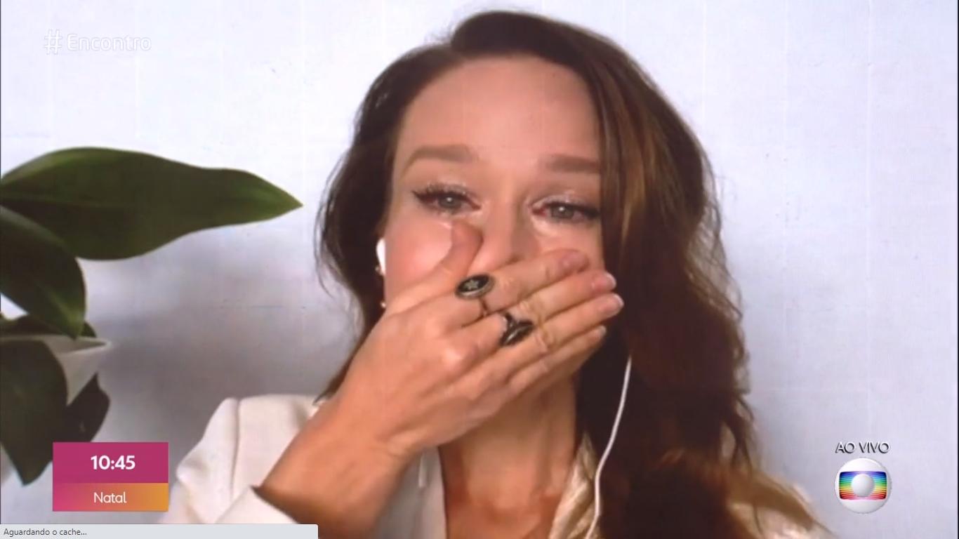 Mariana Ximenes se emocionou ao vivo no programa de Fátima Bernardes (Foto: reprodução/Globo)