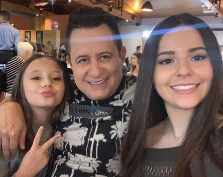 Marrone surgiu e suas duas filhas, de relacionamentos distintos (Foto: Reprodução)