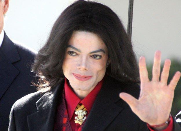 Informações revelam que Michael Jackson está vivo e sendo conservado em tanque de nitrogênio (Foto: Reprodução)