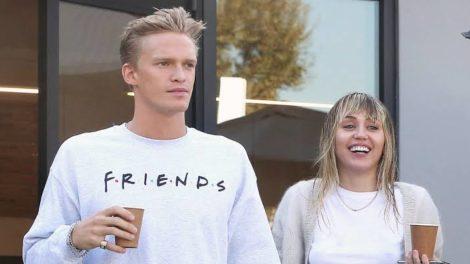 Namorando Cody Simpson, Miley Cyrus anuncia chegada de novo membro na família (Foto: Reprodução)