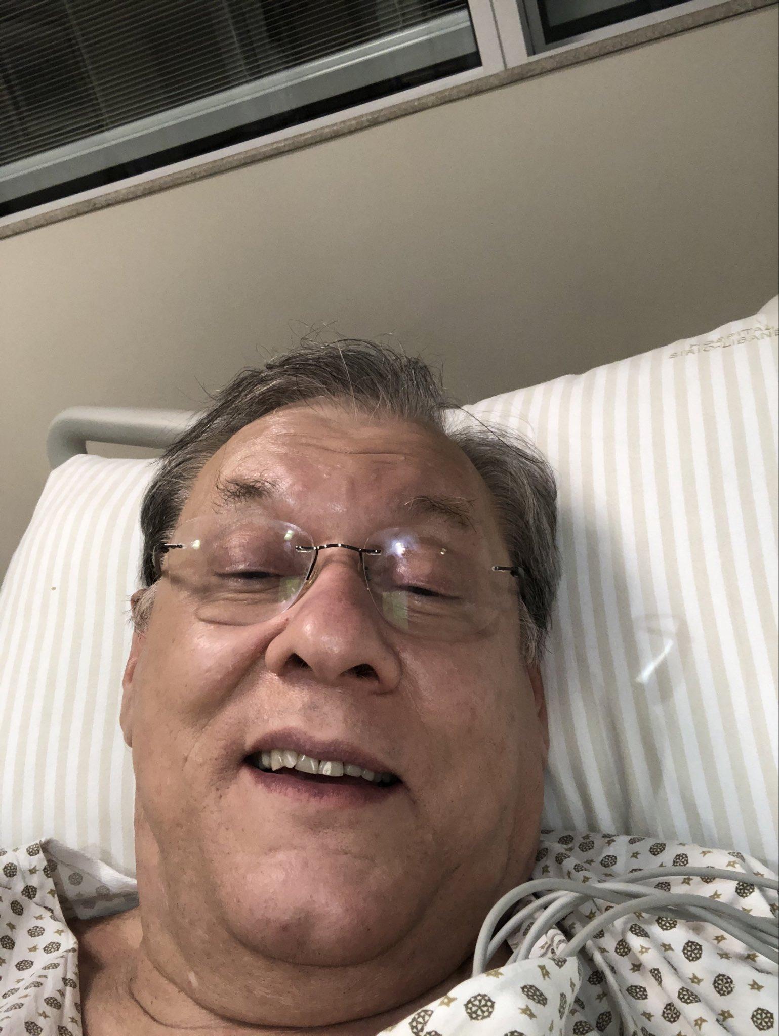 Milton Neves divulgou uma foto no leito do hospital (Foto: Reprodução)