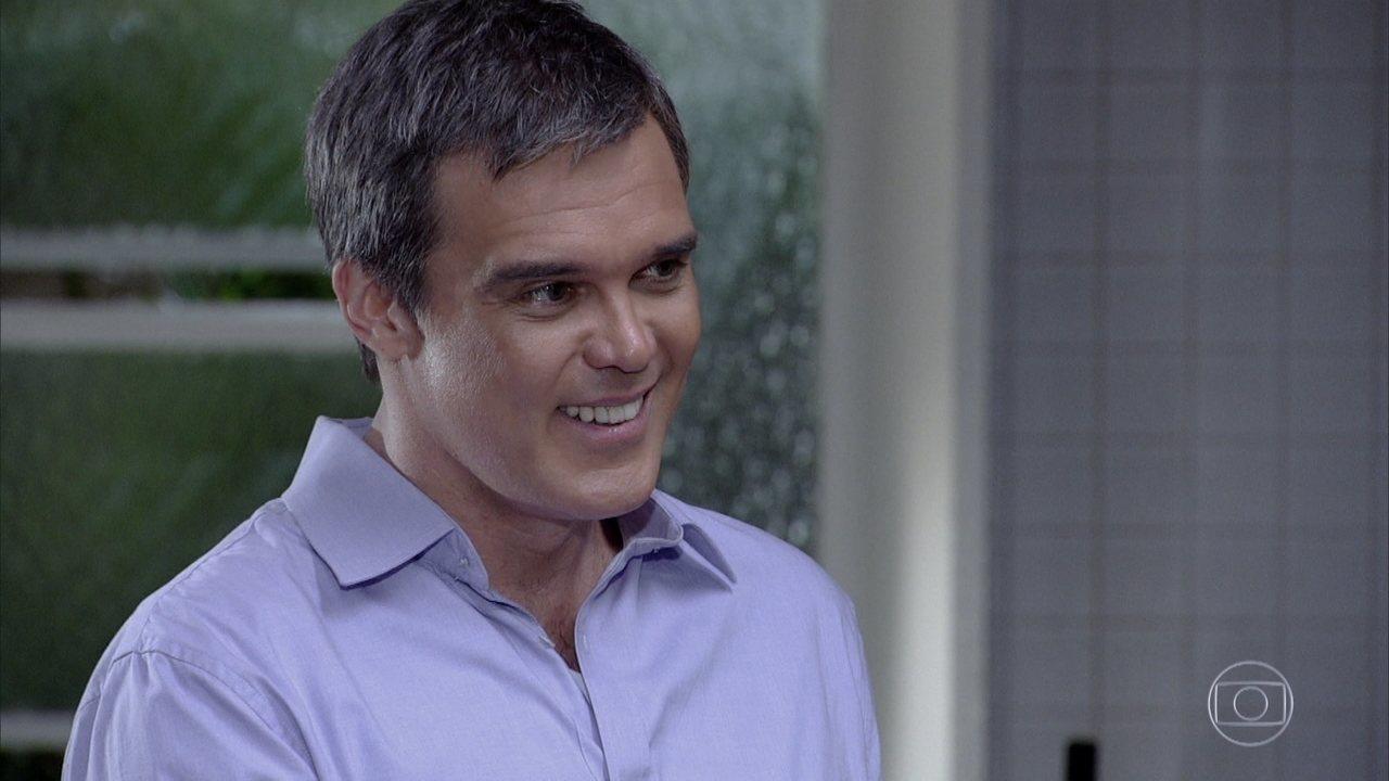 René sorrindo em cena de Fina Estampa