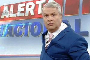 Sikêra Jr. no cenário do Alerta Nacional (foto: reprodução/RedeTV!)
