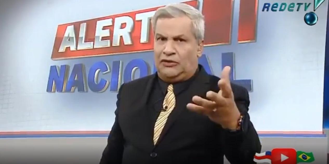 Sikêra Jr. comanda o 'Alerta Nacional' (Foto: reprodução/RedeTV!)