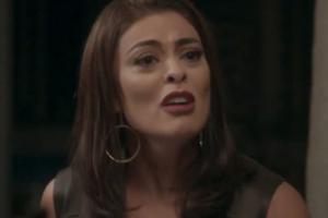 Carolina (Juliana Paes) é humilhada após tentar prejudicar Eliza (Marina Ruy Barbosa) em Totalmente Demais (Foto: Reprodução/Globo)