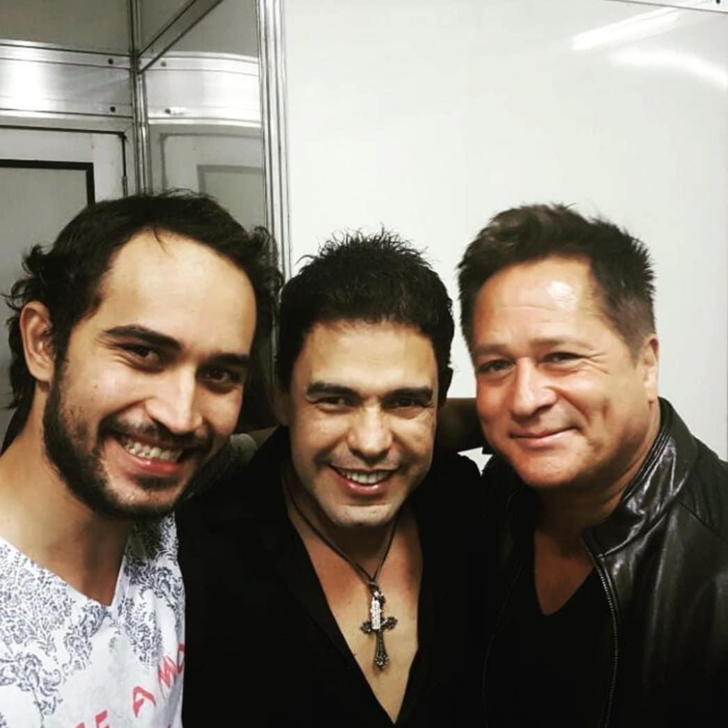 Wesley Camargo ao lado dos sertanejos Zezé Di Camargo e Leonardo (Repodução)