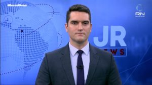 Gustavo Toledo apresenta o JR News (foto: Reprodução/Record News)