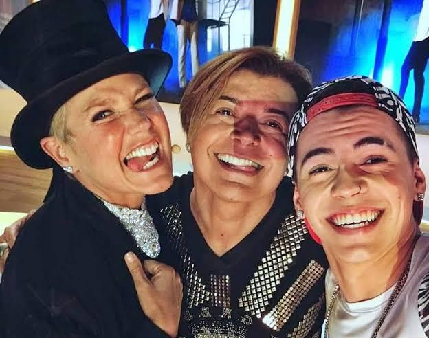 Xuxa posa ao lado de David Brazil e de Biel: cantor disputa papel no filme (foto: reprodução/redes sociais)