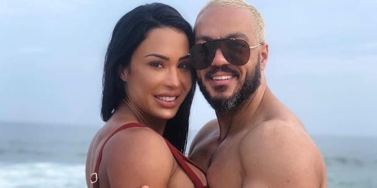 Gracyanne Barbosa deixou seguidores confusos em foto picante ao lado de Belo (Imagem: Reprodução)