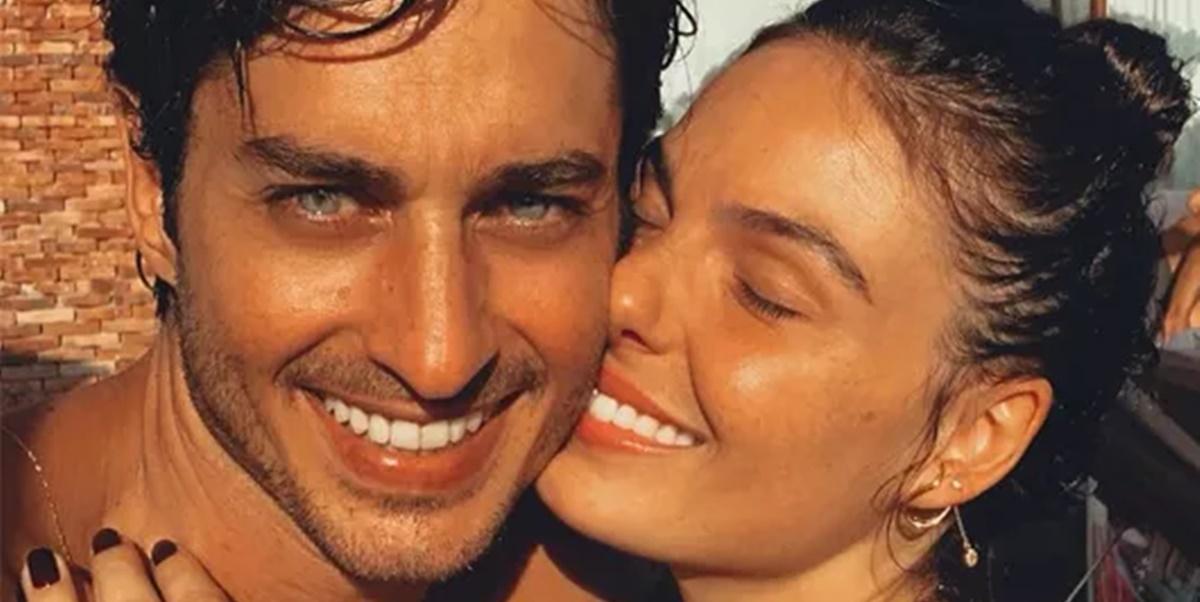 Isis Valverde junto com o marido, André Rezende (Foto: Reprodução)