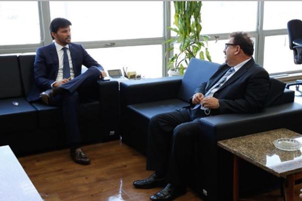 Ratinho em reunião com Fábio Faria, genro de Silvio Santos (Foto: Reprodução)
