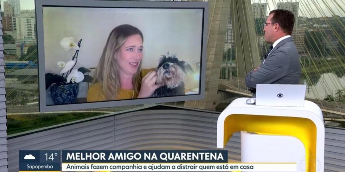 """Rodrigo Bocardi """"batendo papo"""" com cachorro (Foto: Reprodução)"""