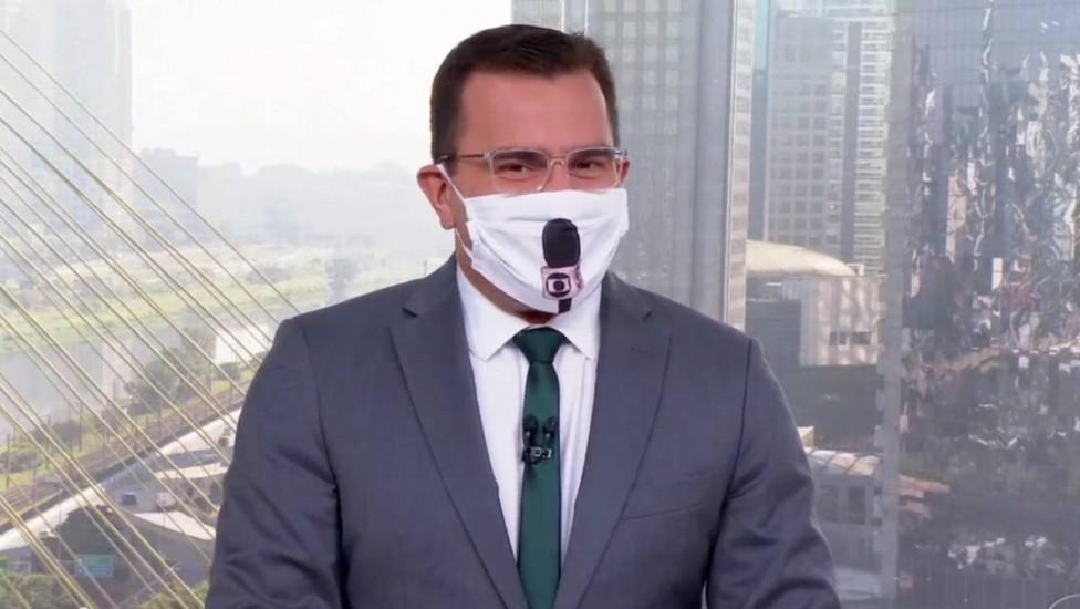 Rodrigo Bocardi com máscara inusitada no Bom Dia São Paulo (Foto: Reprodução)