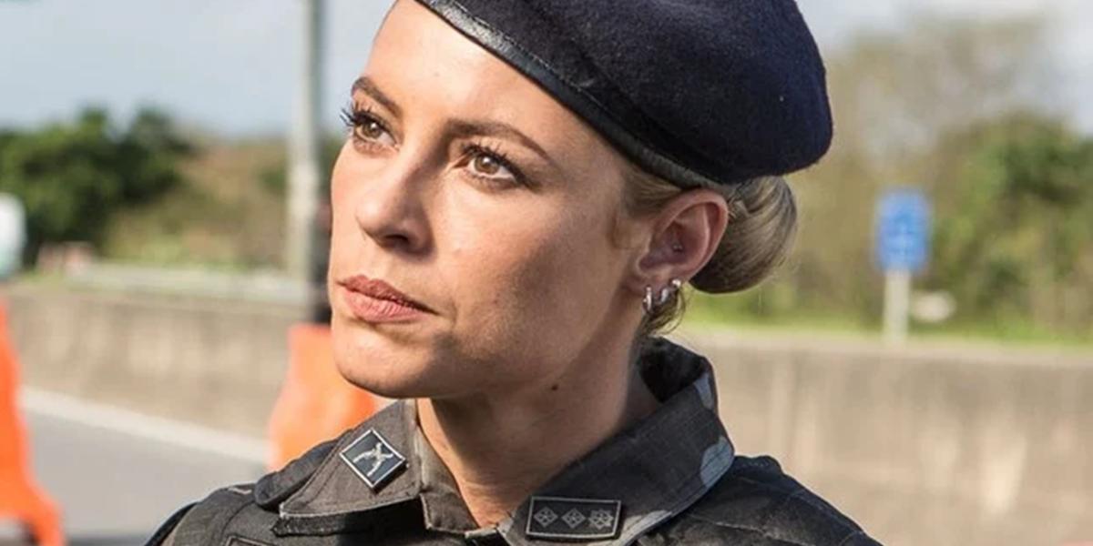 Paolla Oliveira interpreta a policial Jeiza em A Força do Querer, de volta em reprise na faixa das nove (Foto: Divulgação/Globo)
