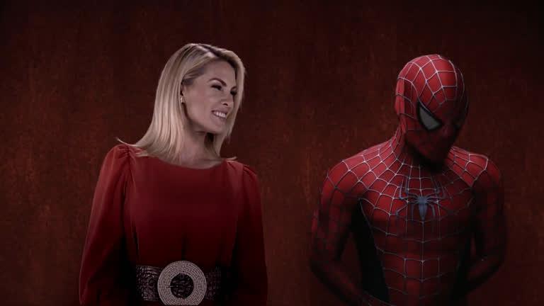 Ana Hickmann apareceu com o Homem Aranha para anunciar filme na Record - Foto: Reprodução