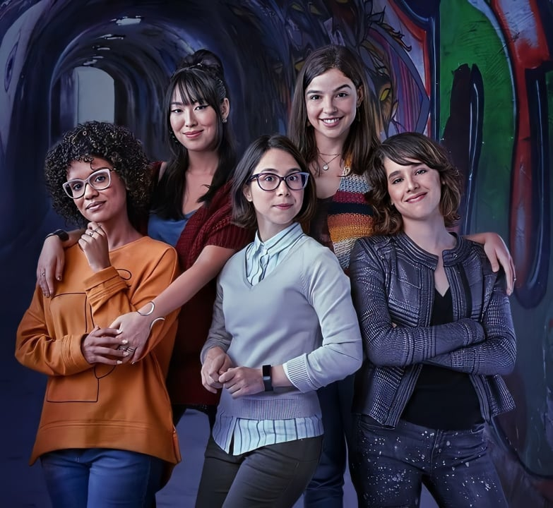 Ana Hikari, Heslaine Vieira, Manoela Aliperti, Daphne Bozaski e Gabriela Medvedovski de As Fives