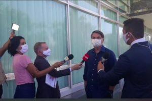 Entrevista de Bolsonaro com jornalistas (Foto: Reprodução)