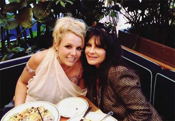 Britney Spears e mãe (Foto: Reprodução)